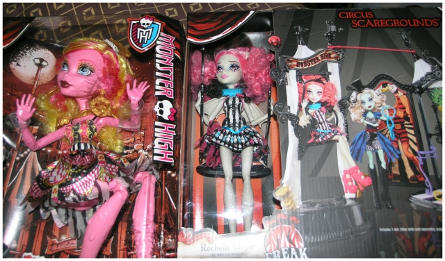 I love pink-haired dolls! :)